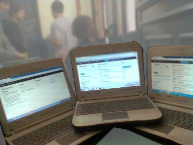 Figura 1: Clon de Twitter corriendo en las netbooks de los alumnos